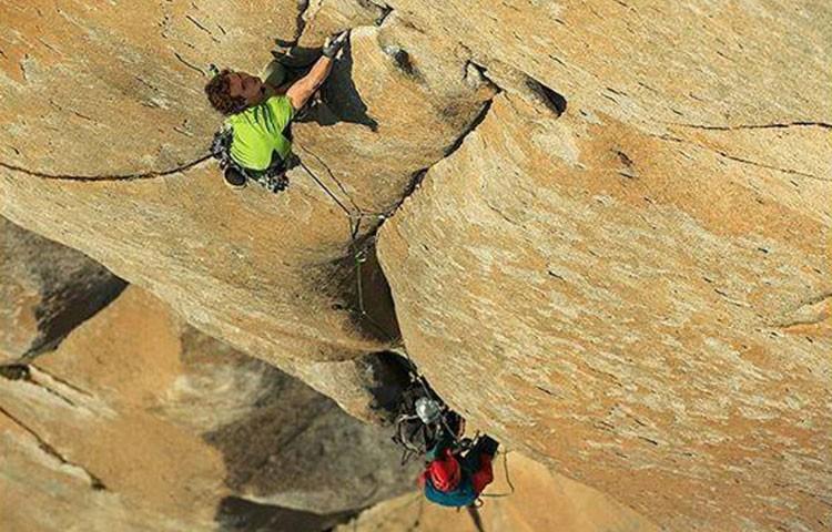 Adam Ondra en el paso clave en Salathé Wall, en el que cayó. Foto: Bernardo Giménez