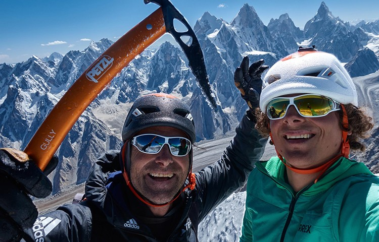 Alex Huber y Fabian Buhl abren The Big Easy, 2.500m, 56 largos, Karakorum
