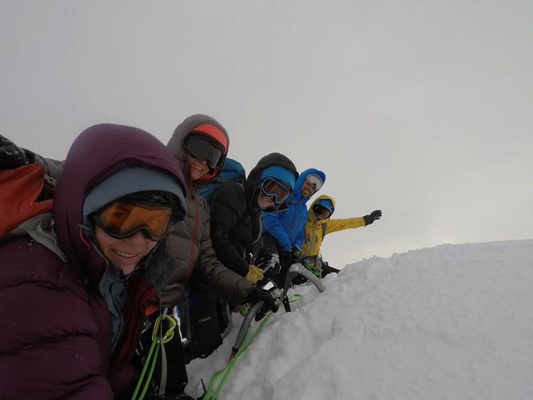 En la cima de Cerro Akila. Foto: FFME