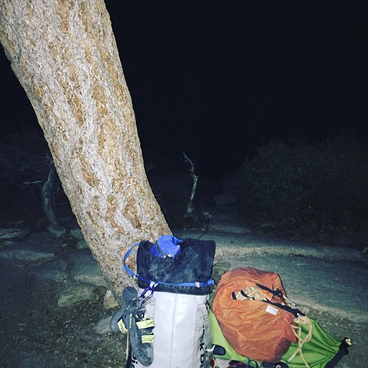Keita Kurakami fotografía su petate en la cumbre de El Capitan. Foto: Facebook Keita Kurakami