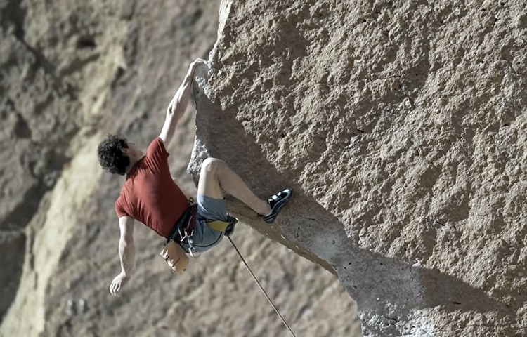 Adam Ondra escala a vista Scarface, Smith Rock