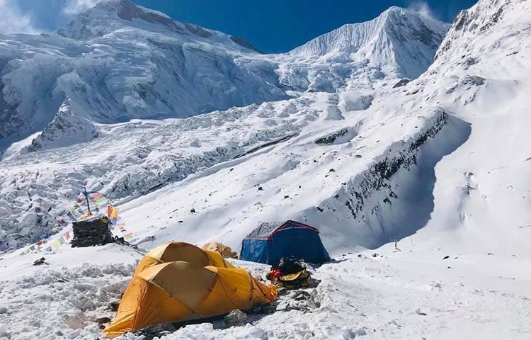 Campo base de Simone Moro y Pemba Gelje Sherpa en el Manaslu esta mañana. Foto: Simone Moro