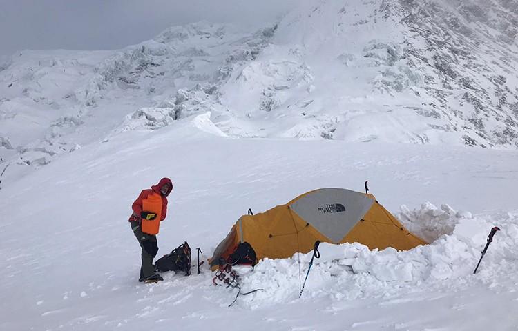 Campo 1 de Simone Moro y Pemba Gelje Sherpa en Manaslu invernal. Foto: Simone Moro