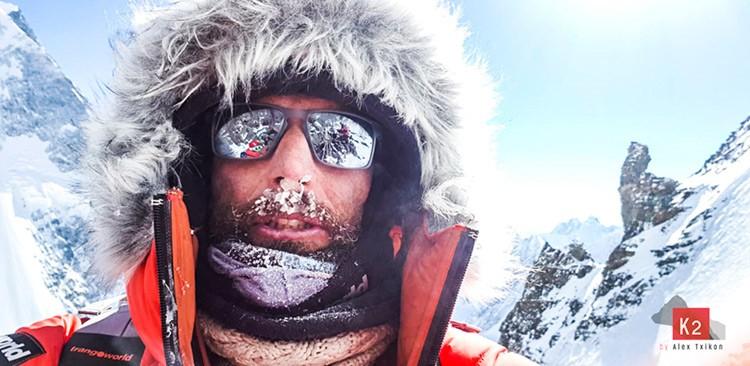 Alex Txikon equipa hasta el campo 2 en el K2 invernalf. Foto: Alex Txikon
