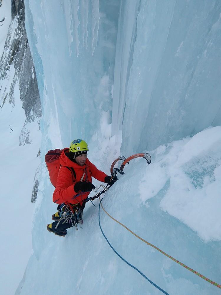 Marco Gianola escalando en Albigna