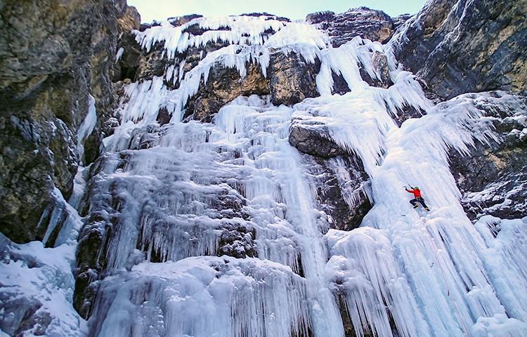 40c16319a4 Guía de escalada en hielo en Dolomitas y Alpes italianos - Barrabes.com