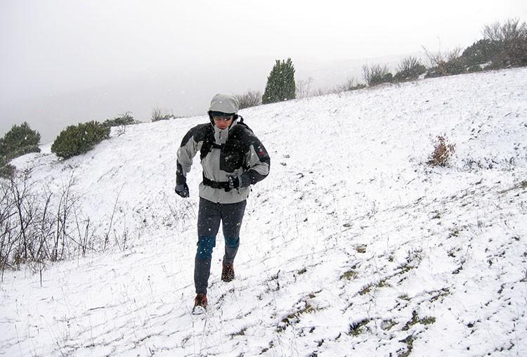 Situaciones de invierno y trail running: siempre con la ropa adecuada. Foto: Barrabes