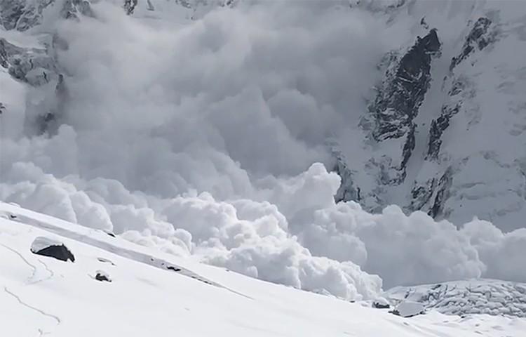 Enorme avalancha que barre todos los campos en el Nanga Parbat. Foto: Expedición Alex Txikon K2