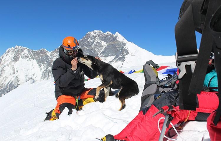 Don Wargowsky y Baru, en la cima del Baruntse, 7.162m. Foto: Wargowsky