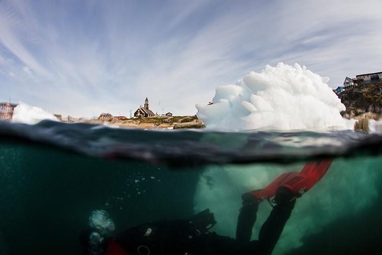 Buceando entre el hielo. Foto: Christian Pondella. Red Bull Content Pool