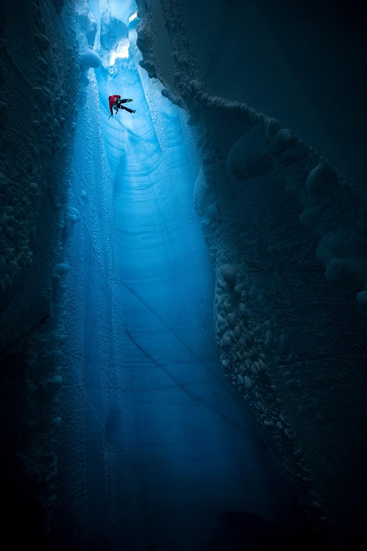 En el interior del casquete glacial. Foto: Christian Pondella, RedBullContentPool