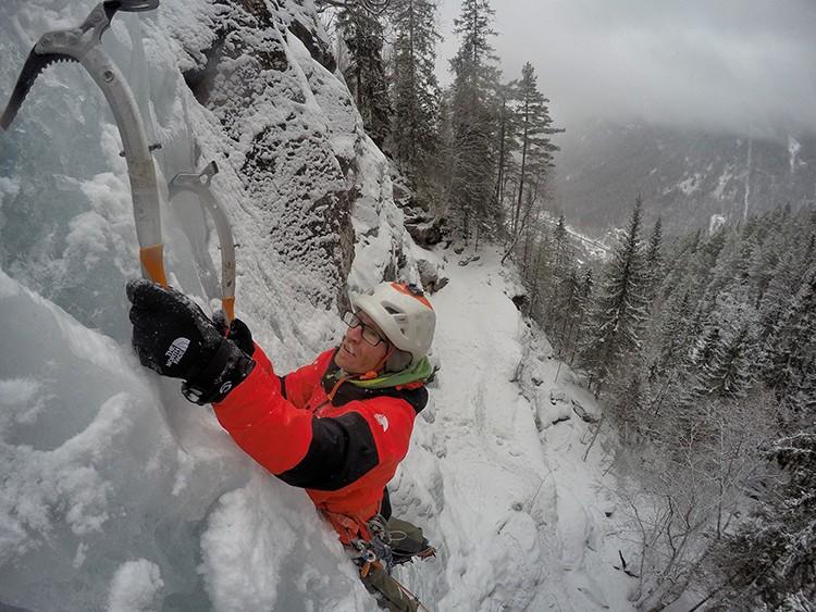 Iker Pou, hielo en Rjukan. Foto: Tomeu Rubí