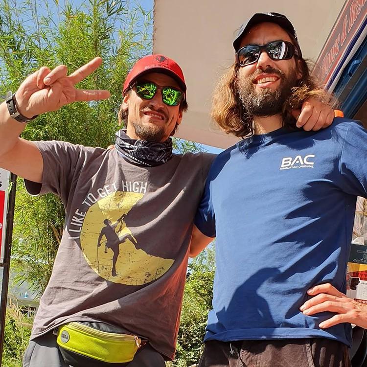 Bielecki y Berg, al comenzar el trekking de aproximación. Foto: Adam Bielecki