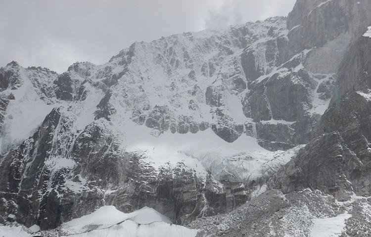 Cara norte del Lobuche West desde el campo base. Foto: A. Salamanca