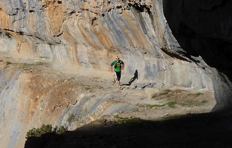 Mochilas, cinturones, chalecos, riñoneras. Fundamentales para correr por montaña. Foto:David Serrano
