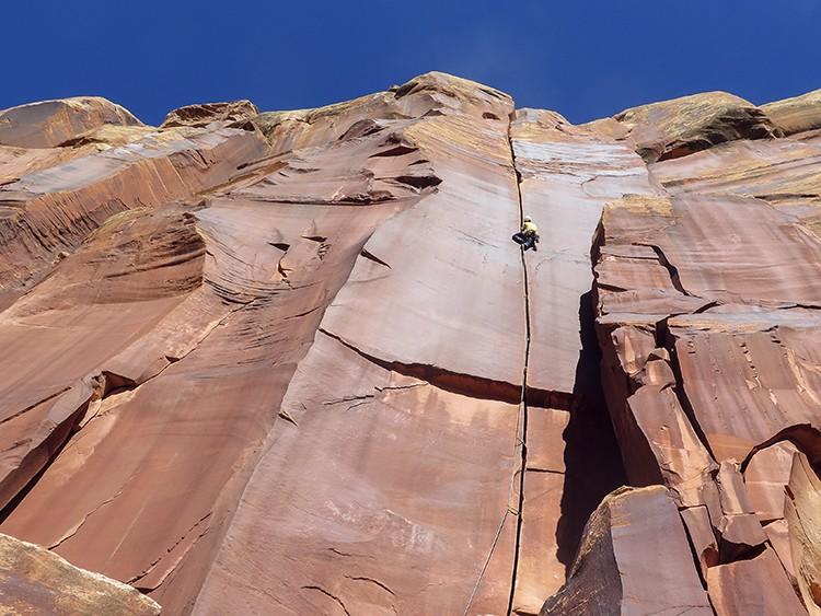 Pies de gato para escalada. Nuestros mejores aliados en la roca. Álvaro Lafuente en Indian Creek