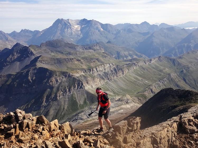 Cerca de la cumbre de Tendeñera, a 2.800m de altitud: terreno técnico de montaña. Foto: A. Puyó