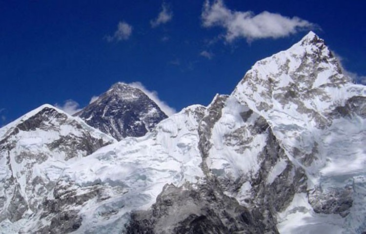 Atascos en la cara sur del Everest. Foto: Carlos Pauner