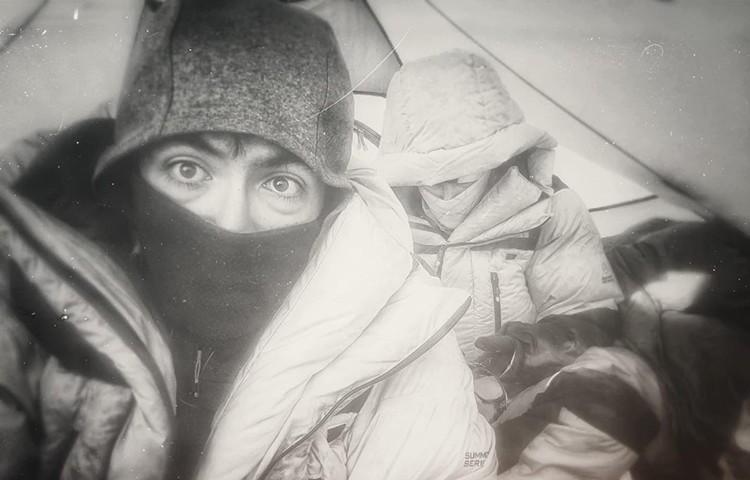 Esteban Topo Mena y Cory Richards, vivac en Everest. Foto: Richards-Mena, Facebook Richards