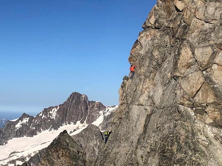 Cazzanelli y Steindl durante la escalada. Foto: Facebook Marco Camandona