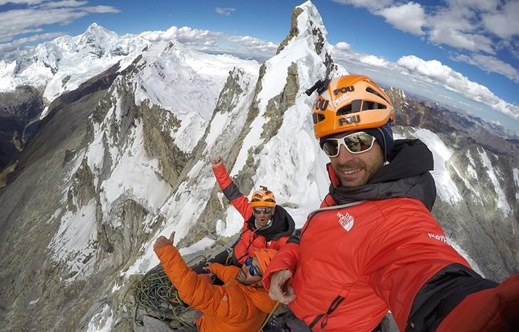 Iker, Eneko Pou, Manu Ponce, en la cima del Cashan O. Foto: Hermanos Pou