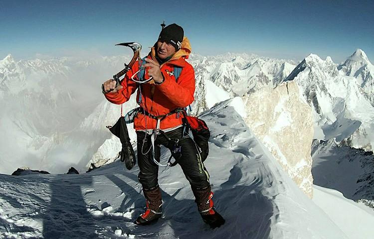 Denis Urubko, en la cumbre del G-II durante su aclimtación. Foto: Facebook Denis Urubko
