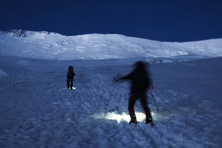Hacia cumbre en el Pico Lenin. Foto: Javier Camacho