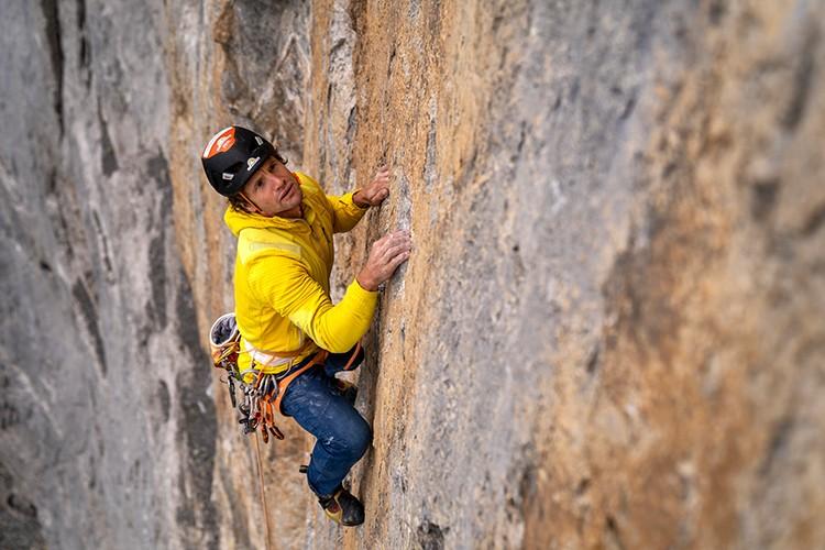 Roger disfruta de la caliza del Eiger en el Rote Fluh. Foto: Nicolas Hojac