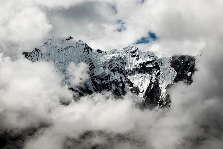 Carlos Soria, hacia cumbre en Chukung-ri. Foto: Luis Miguel López Soriano, yosuboconcarlossoria