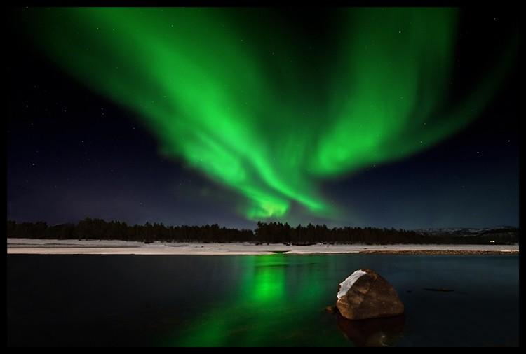 El gran angular nos permite componer y referenciar las Auroras Boreales. Foto: Javier Camacho