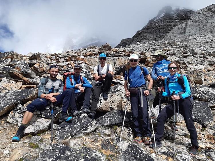 Andrzej Bargiel, Kilian Jornet, Carlos Soria y sus compañeros, en Pumori. Foto: YoSuboConCarlosSoria