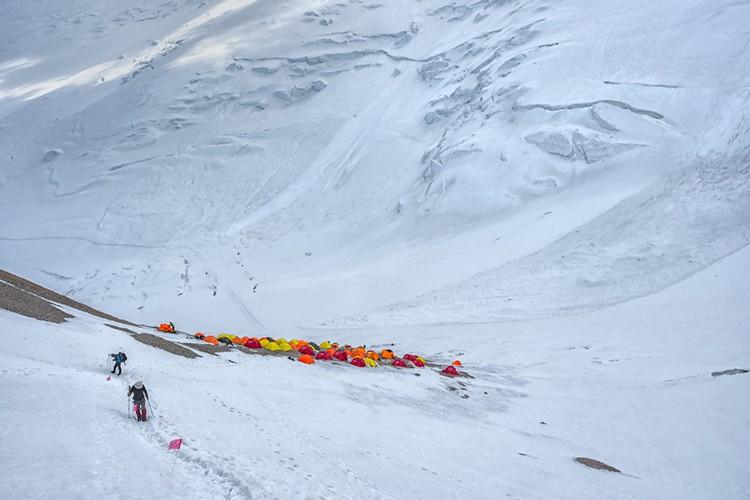 Tremenda avalancha en el campo 2 del Pico Lenin. Foto: Javier Camacho