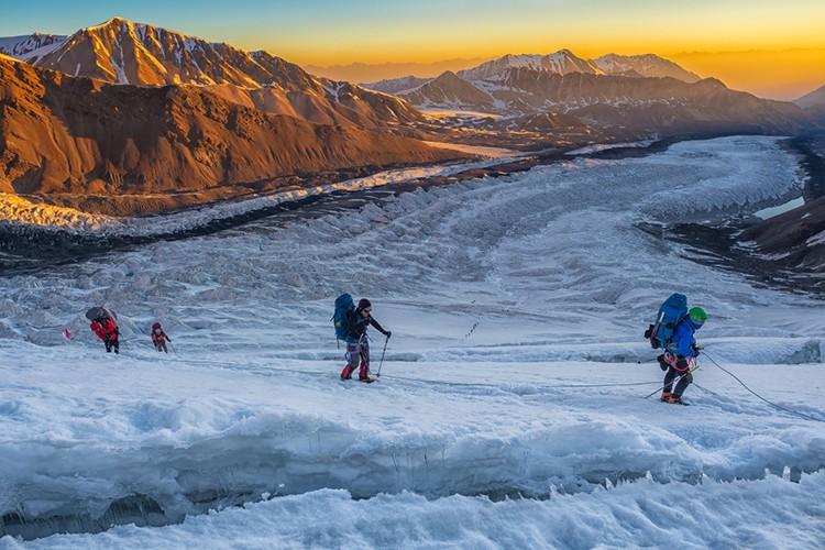 Grietas en el glaciar de camino al campo 2. Foto: Javier Camacho