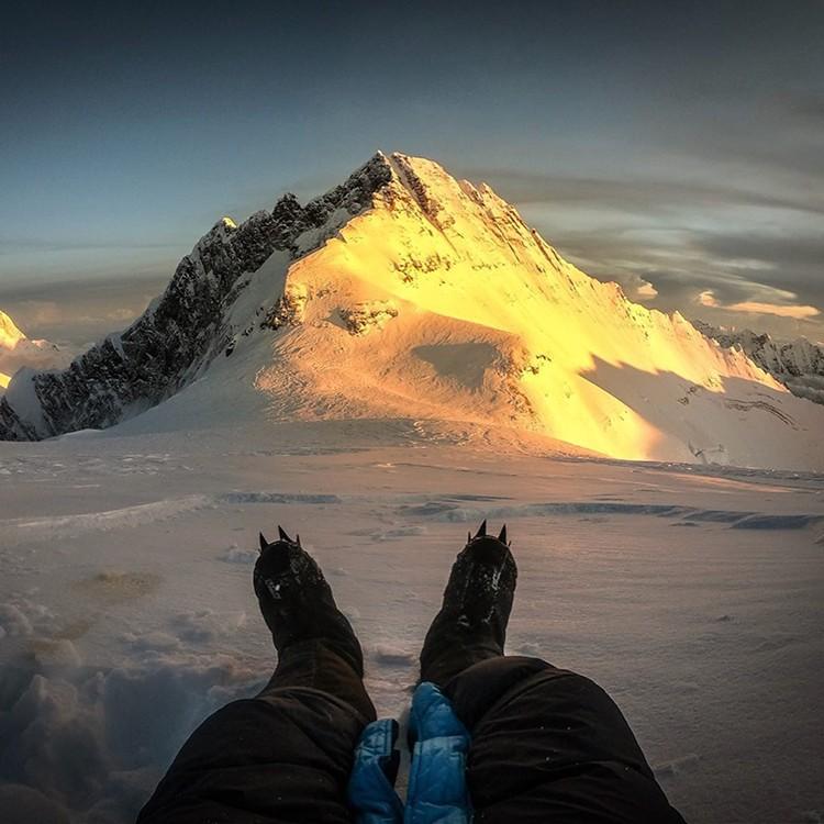 Kilian Jornet, por encima del Collado Sur, Everest. Al fondo, Lhotse. Foto: FB Kilian Jornet