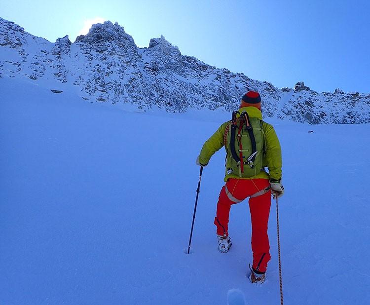Subiendo hacia la rimaya. Foto: Jonatan García