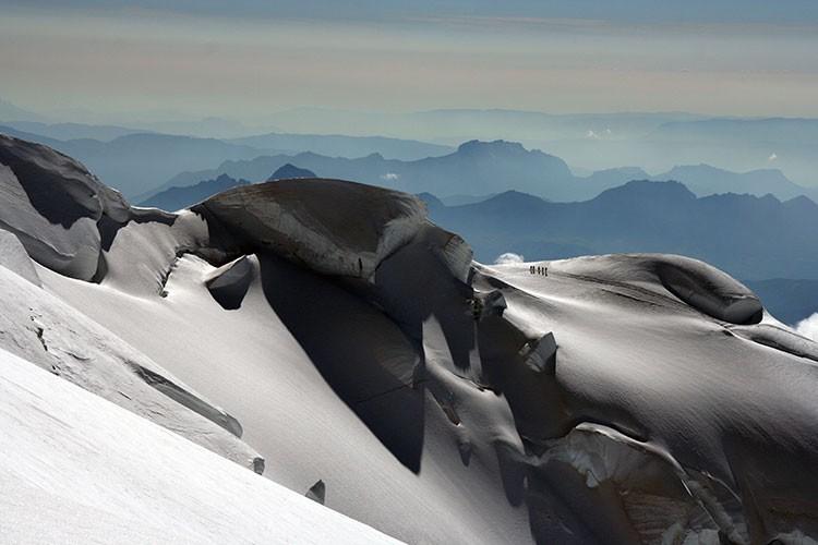 Alpinistas en la ruta de Goûter, hacia cima en Mont Blanc. Foto: Jonás Cruces, Todovertical V+