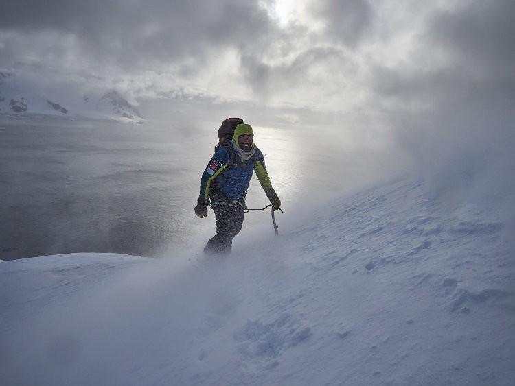 Alex Txikon vuelve de la Antártida. Foto: Diego Martínez