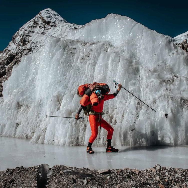Jost Kobusch avanza en el Everest. Foto: Daniel Hug