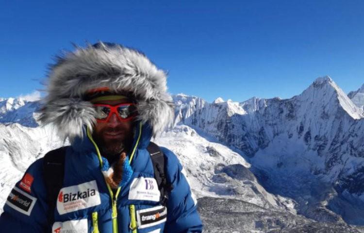 Alex Txikon y Chppal Sherpa equipan hasta el campo 2 del Ama Dablam. Foto: Alex Txikon