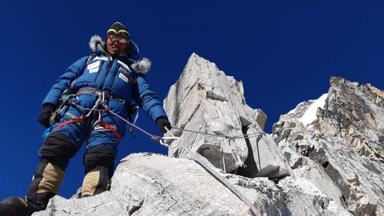Cheppal Sherpa, equipando en el Ama Dablam. Foto: Alex Txikon