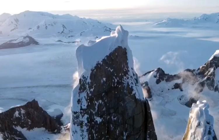 Cumbre del Cerro Torre, con el Campo de Hielo detrás. Foto: Fabian Buhl