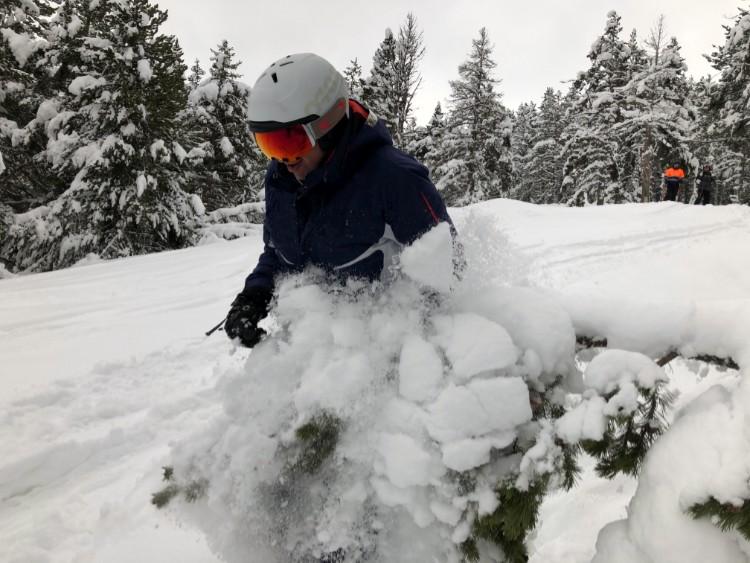 El caso de esquí, un elemento fundamental de seguridad. Foto: Barrabes
