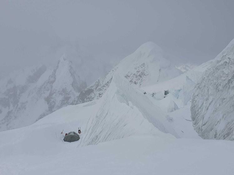 Campo 2 Batura Sar, antes de las nevadas, a 5. 930, Foto: Mariusz Hatalar