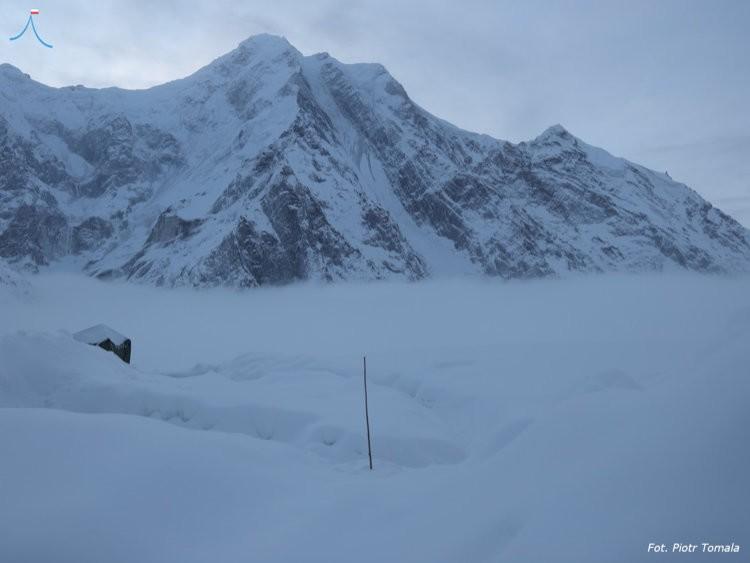 Batura Sar, sepultado bajo la nieve. Foto: Piotr Tomala