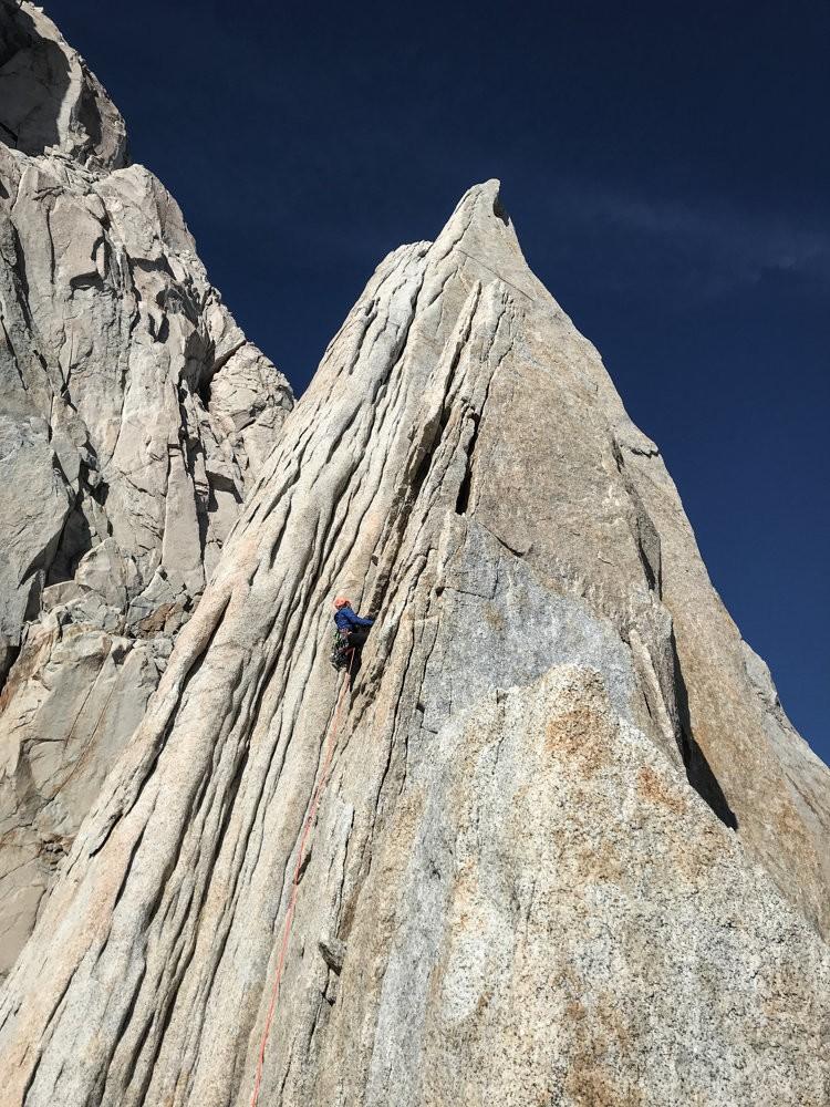 Roger Schaeli escalando. Foto: Jonas Schild
