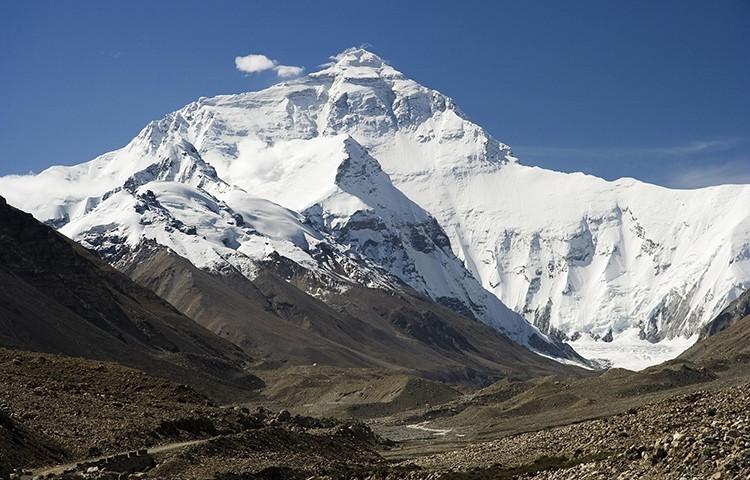 Everest, vertiente tibetana. De I, Luca Galuzzi, CC BY-SA 2.5, wikimedia commons