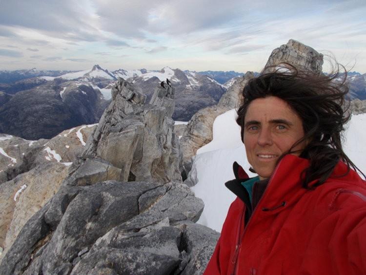 Sílvia Vidal, en la cima de la Aguja occidental al Cerro Chileno. Foto: Sílvia Vidal
