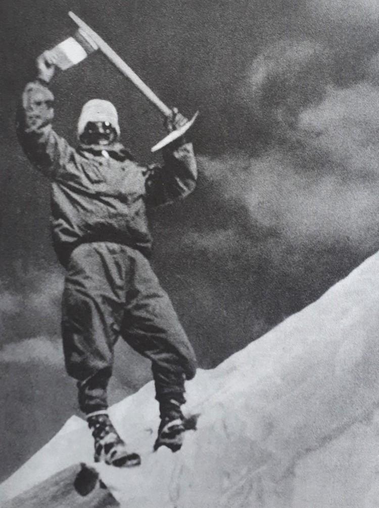 Maurice Herzog en la cumbre del Annapurna. Foto: Louis Lachenal