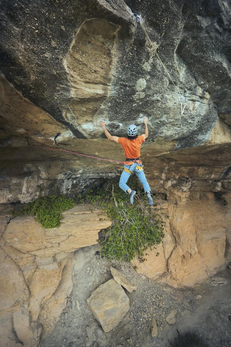 Marc Toralles, escalando Nàufrag, Cova de l