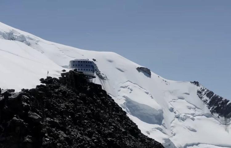 Alpinistas cruzando Goûter. Foto: Petzl
